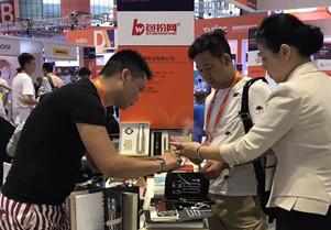 包扮网品牌创始人受邀参加首届上海国际商业年会