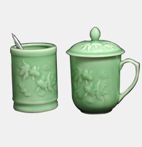 龙泉青瓷茶杯笔筒办公两件套