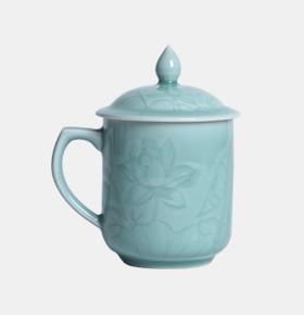 荷塘月色弟窑梅子青釉茶杯搭配鸡翅木茶叶罐